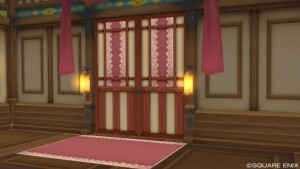 領主の屋敷の中のピンクの扉の部屋