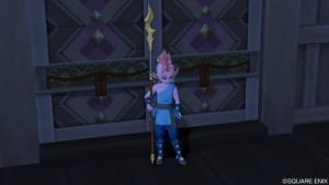 巫女の館入り口にいるヨンジャ